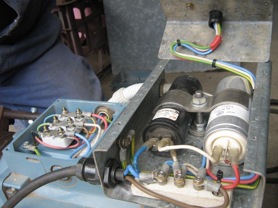 Wiring diagram capacitors 3phase motor single phase motor for Convert 3 phase motor to single phase with capacitors