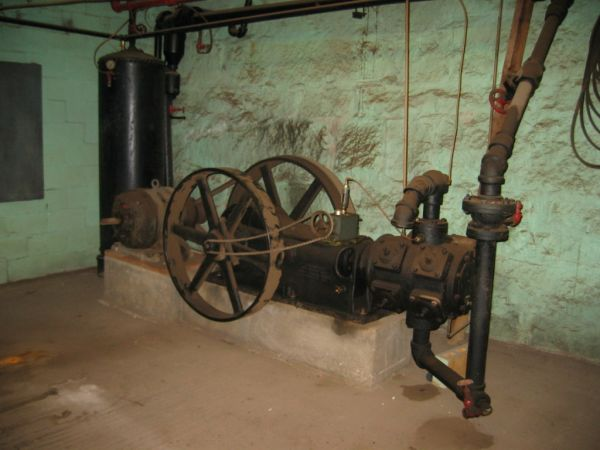 Very Large Very Old Air Compressor Nh Cl
