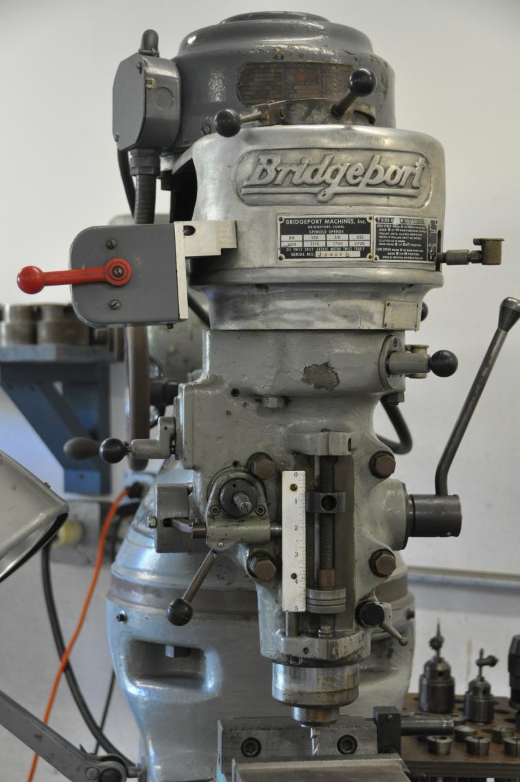 D Liquidating Shop Includes Bridgeport Mill Dsc on Lewis Machine