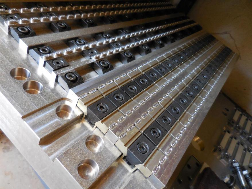 Low profile clamps - MiteeBite