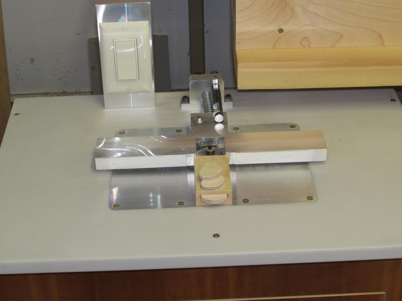 New router table for making face frame joints