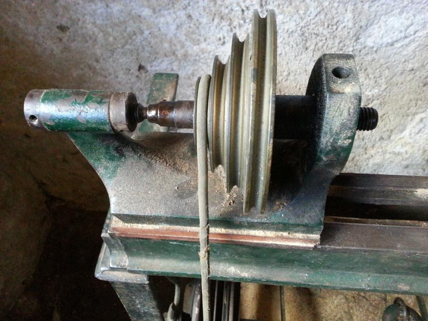 Thread: Help needed to identify old treadle wood lathe