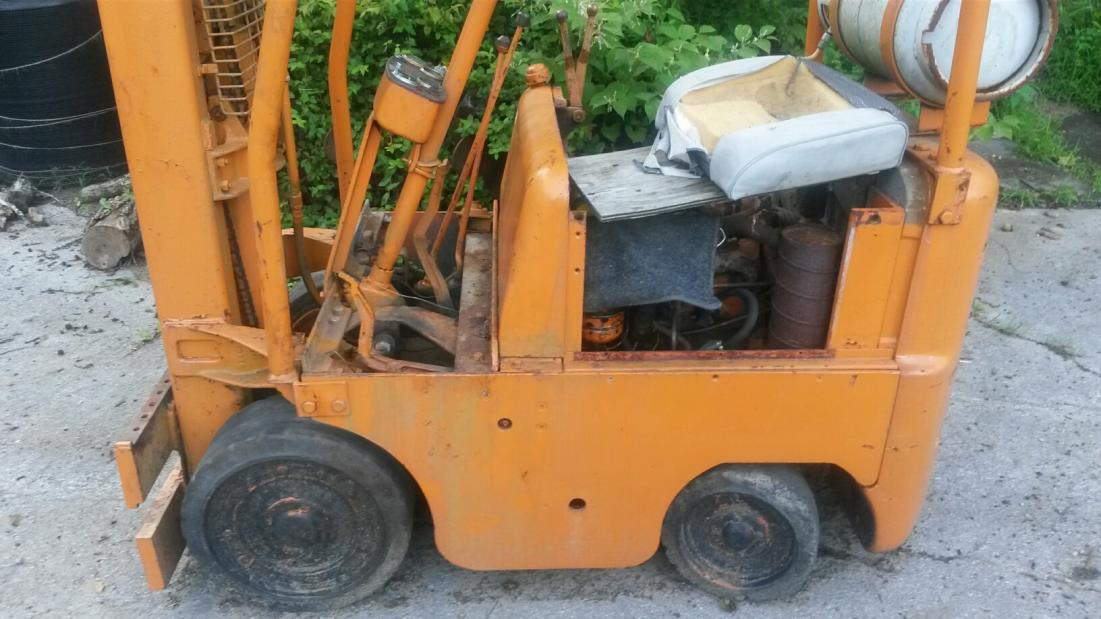 Need help identifying Clark forklift and transmission issue
